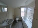 54 Chelmsford bathroom